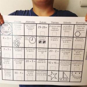 Ficha niño Primaria calendario de operaciones repaso agosto