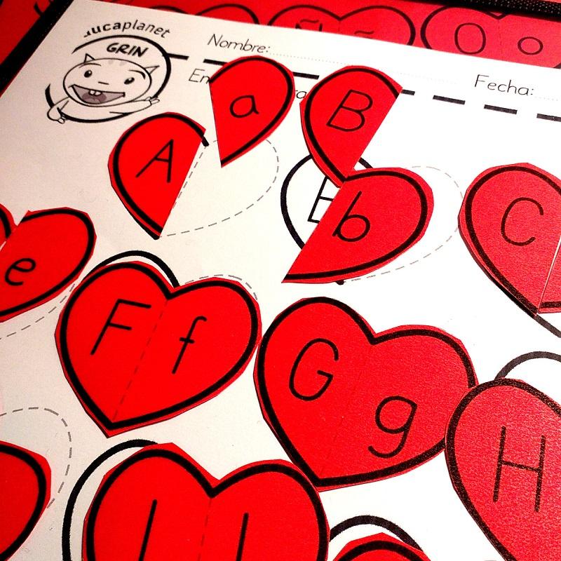 Corazones abecedario imprimible aula gratis